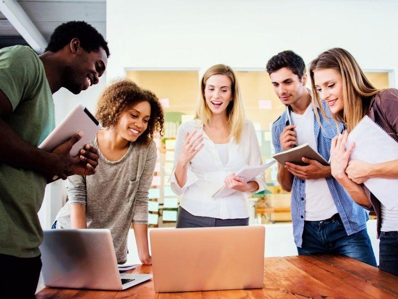 Solitude de l'entrepreneur : Cultiver son réseau pour rencontrer d'autres entrepreneurs quand on est freelance