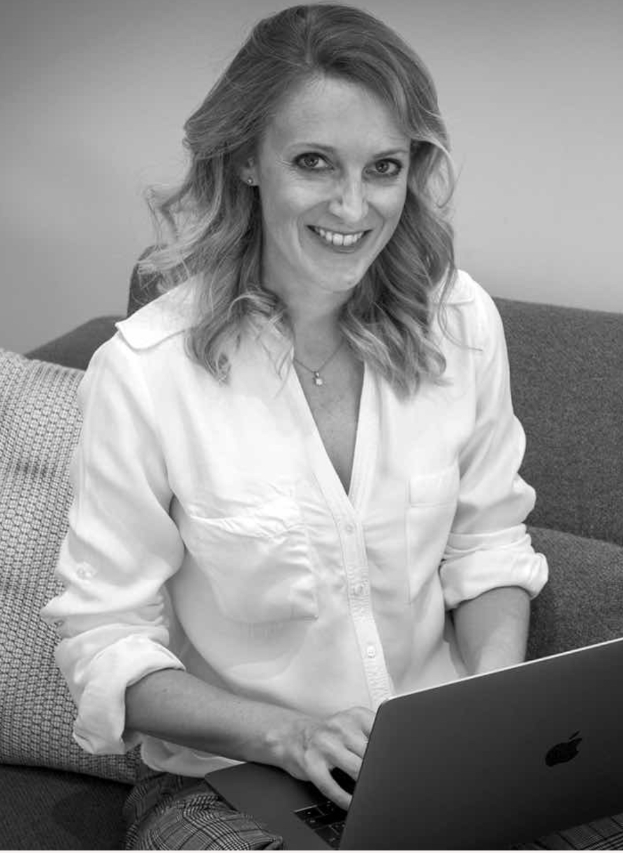 Je suis Sandrine, Fondatrice d'Hellosense et experte en Stratégie Digitale