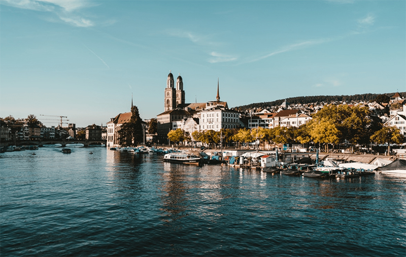 The Limmat in Zurich, with the old town and the two peaks of the Grossmünster.