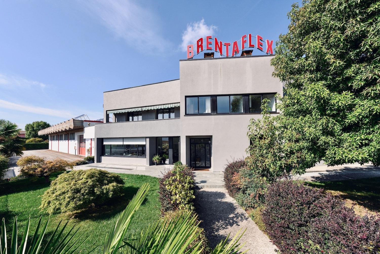 Foto frontale della fabbrica Brentaflex