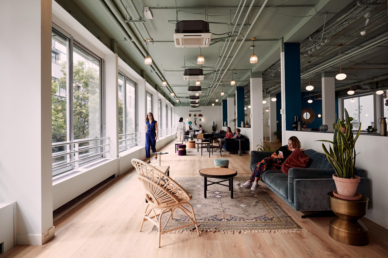 Aménagement espace bureau - espace commun lumineux