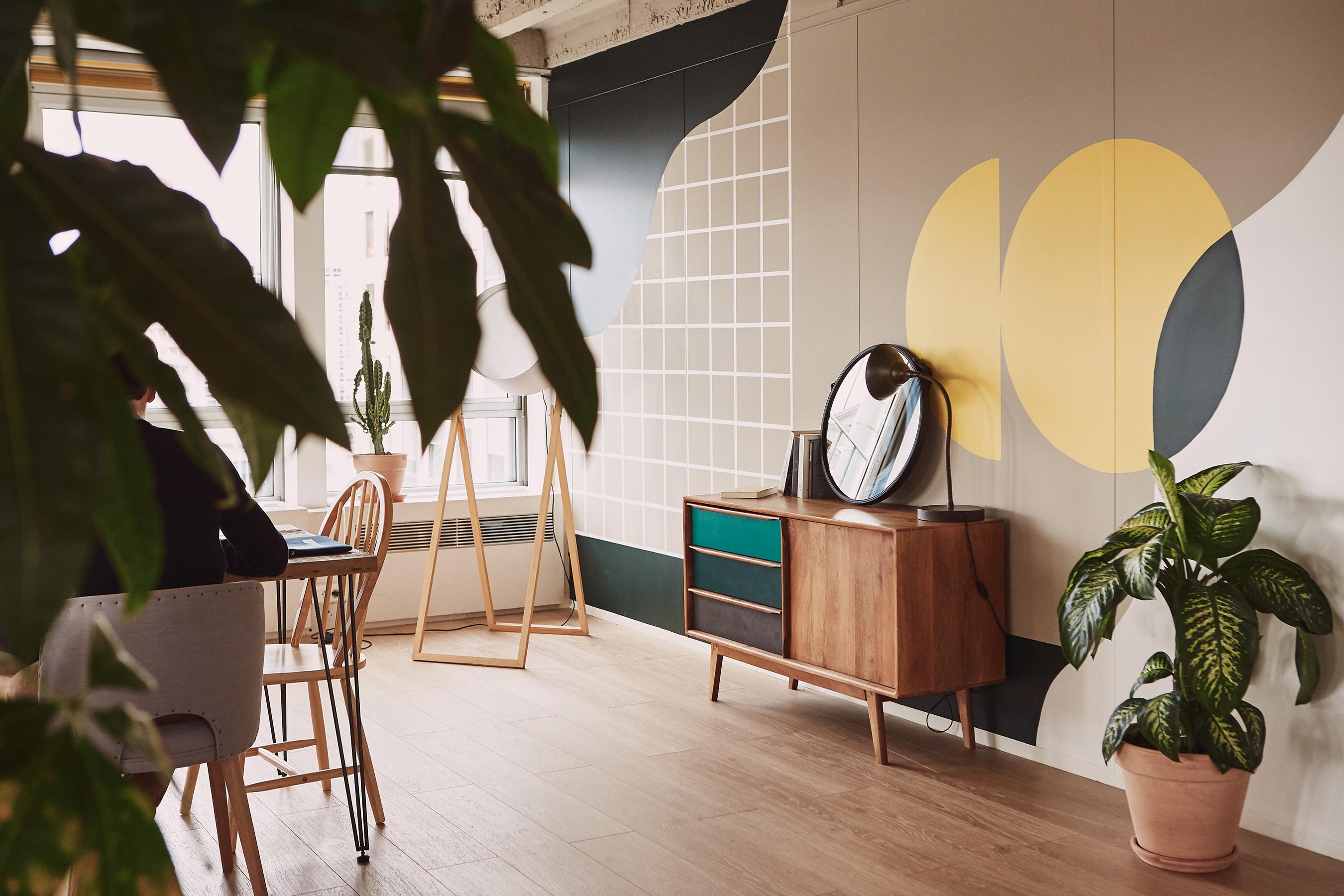 Aménagement espace bureau - espace de travail avec plantes