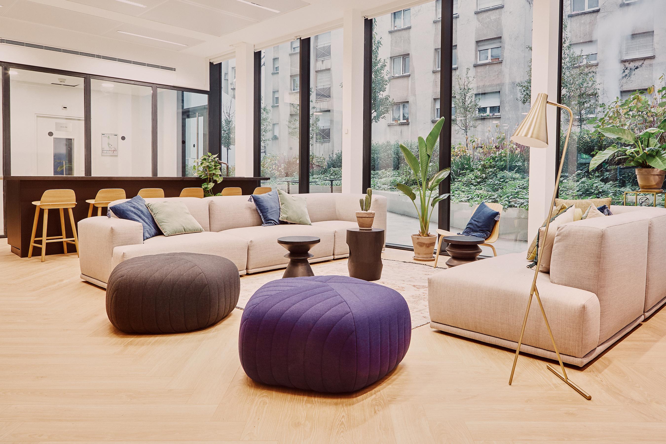 Aménagement espace bureau - grande salle commune