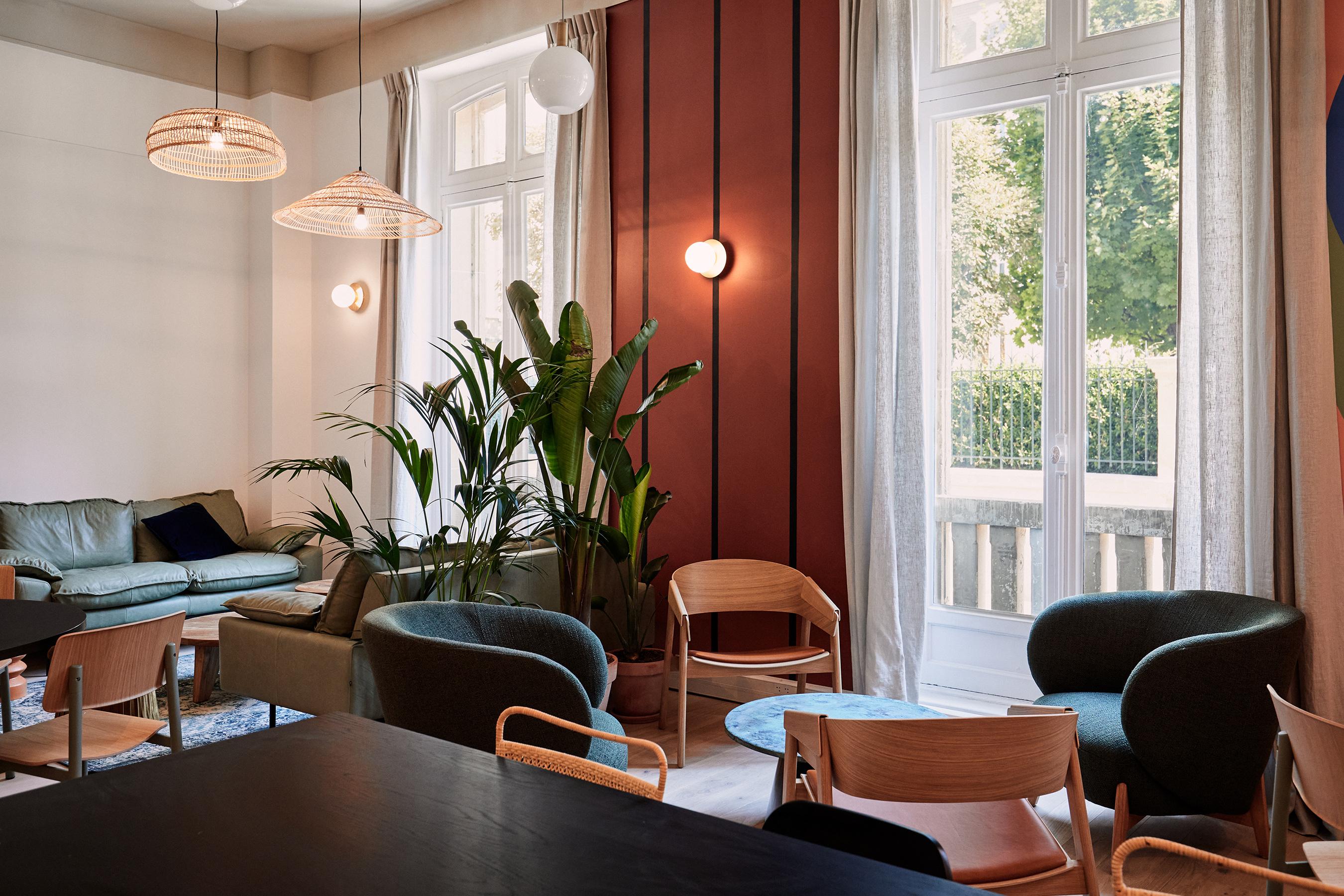 Aménagement espace bureau - salle commune conviviale