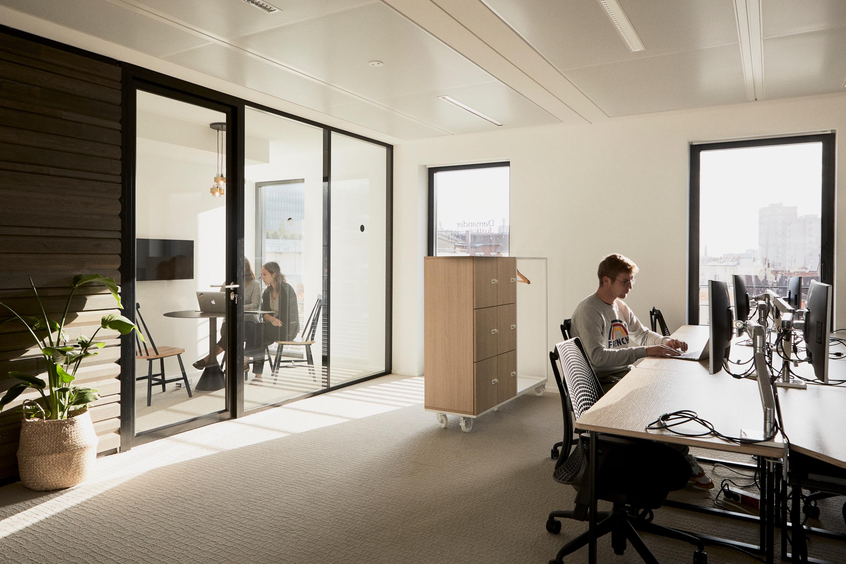 Aménagement espace bureau - salle de réunion au sein des bureaux