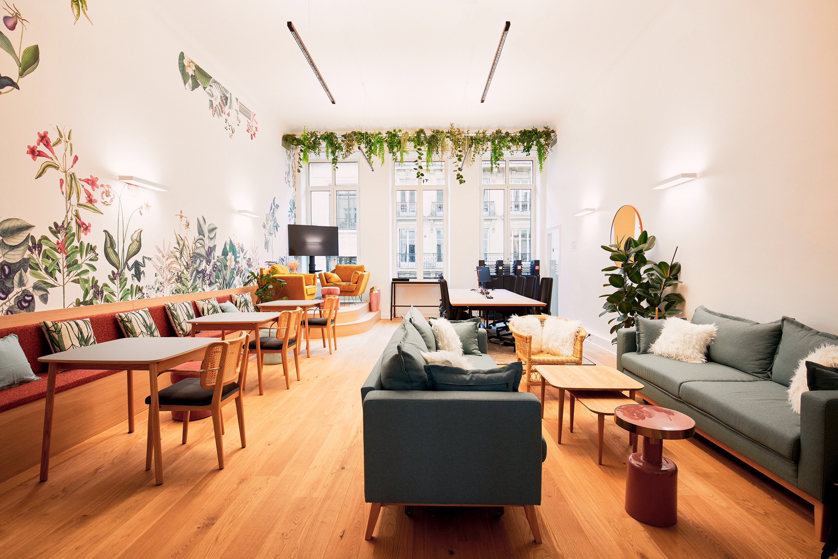 Aménagement espace bureau - espace de travail avec banquettes et canapés