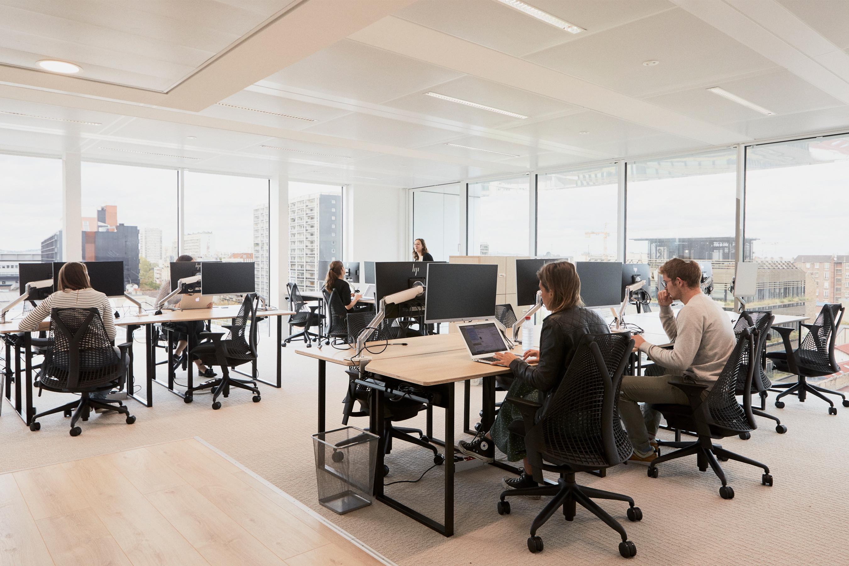 Loreal plateau de bureaux avec baies vitrées et vue