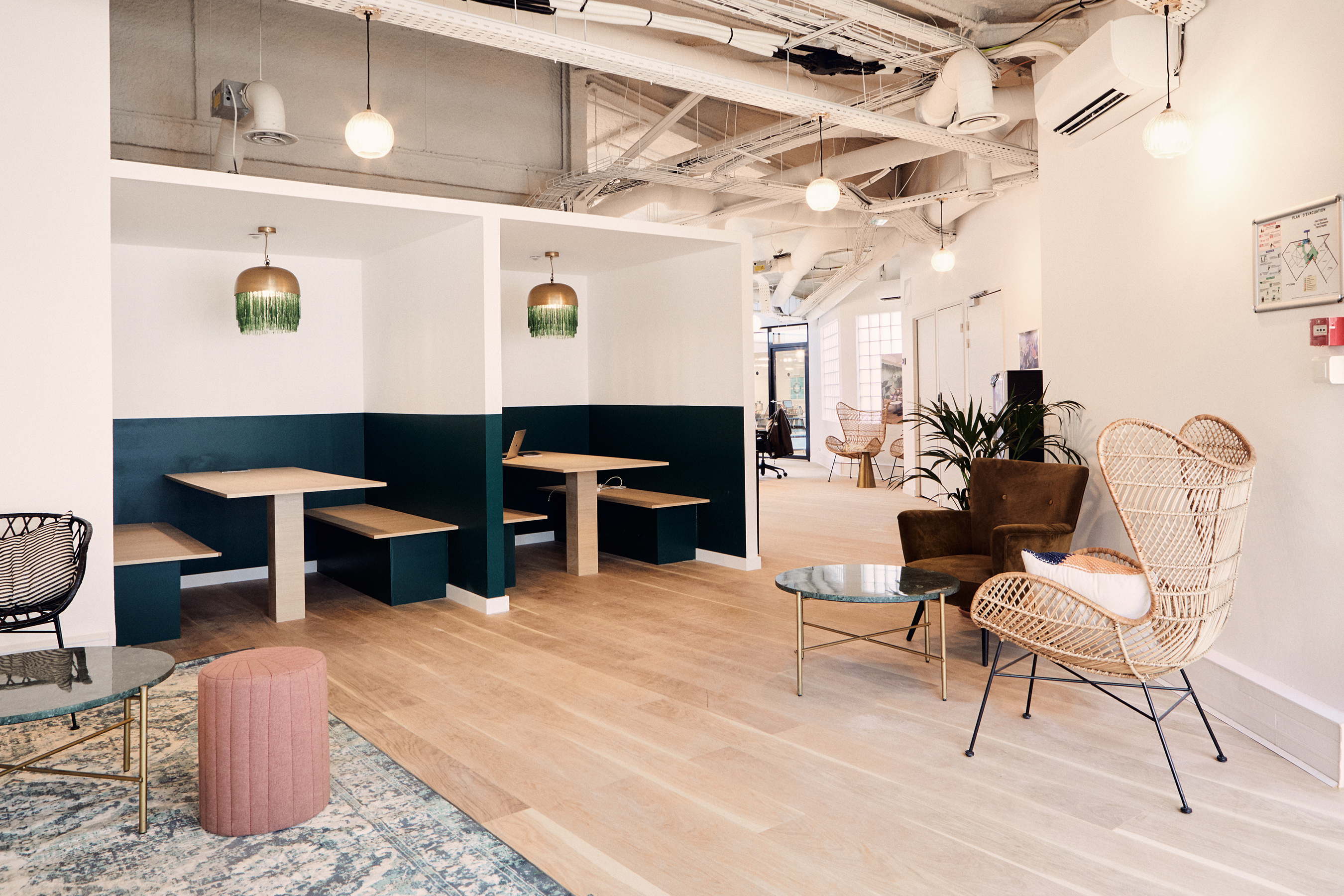 Too good to go - alcoves avec tables pour travailler