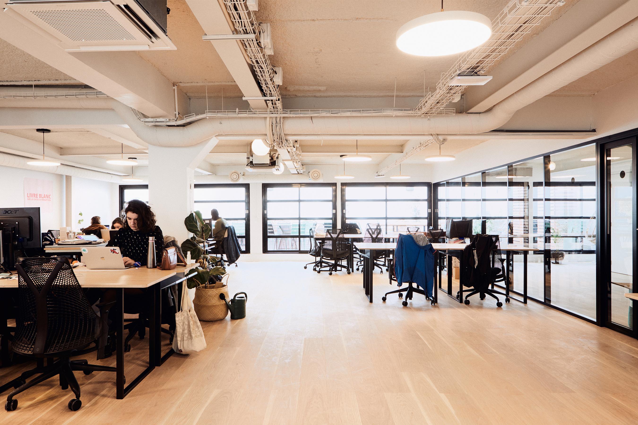 Too good to go - plateau de bureaux open space lumineux
