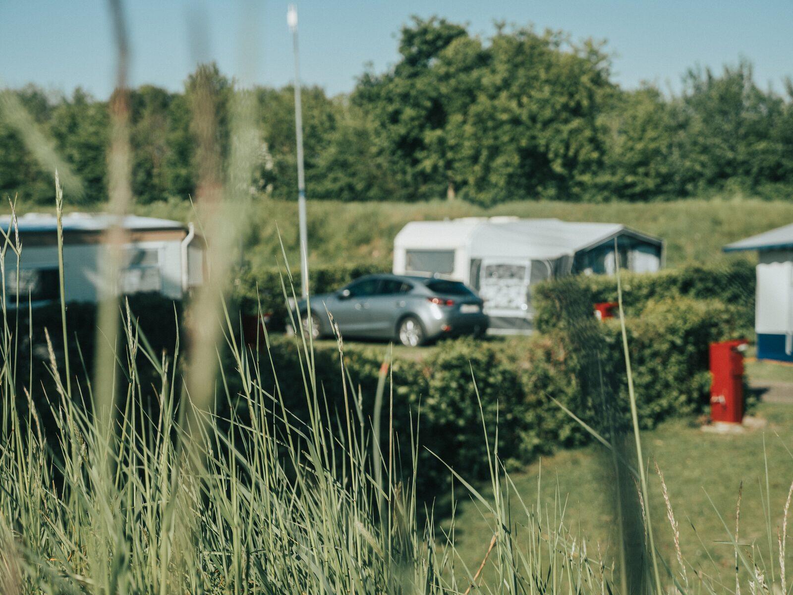 Toegangscontrole van voertuigen met Nedap MOOV op een plein in Den Haag