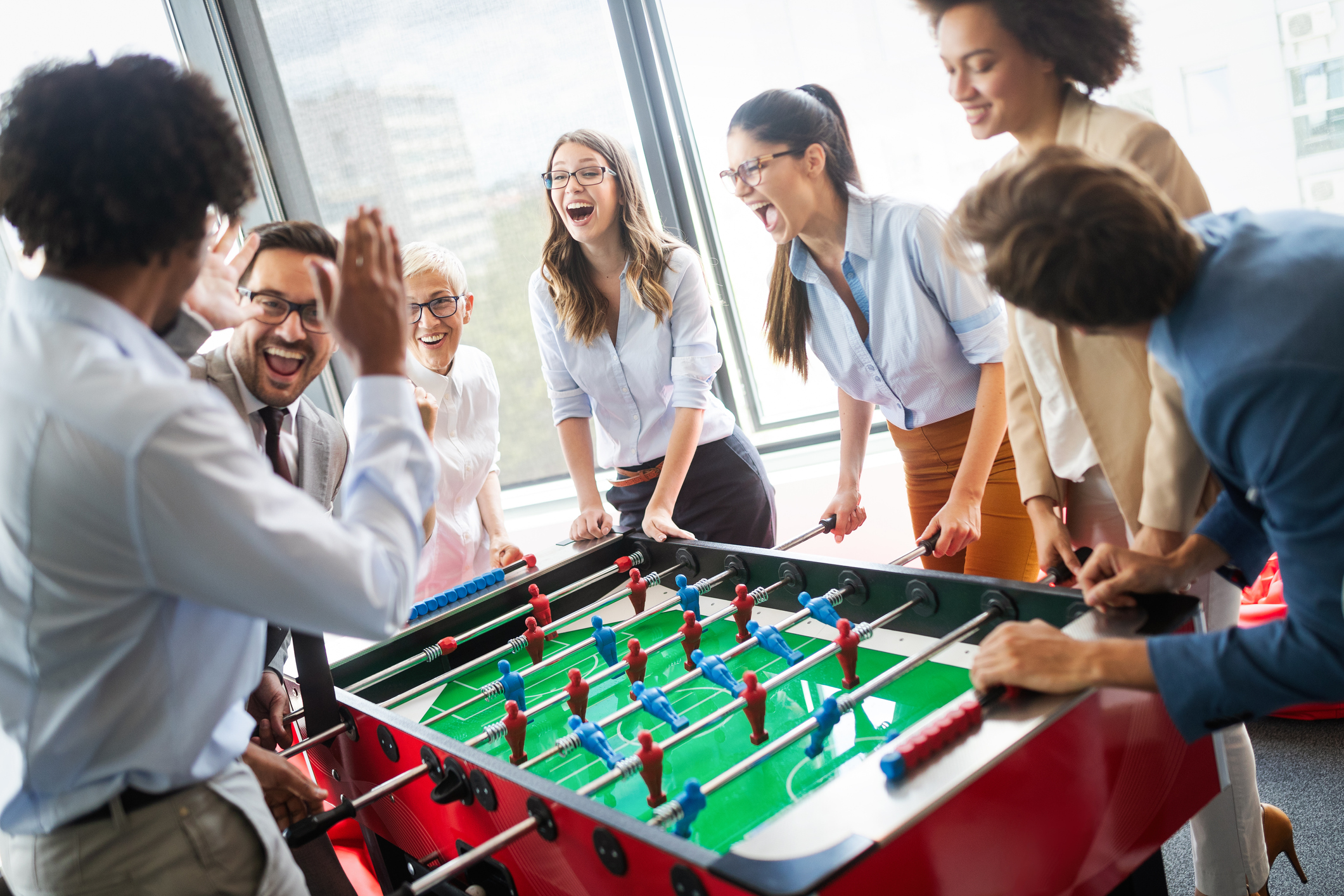 7 Onboarding Icebreakers for New Hires to Integrate and Build Connections
