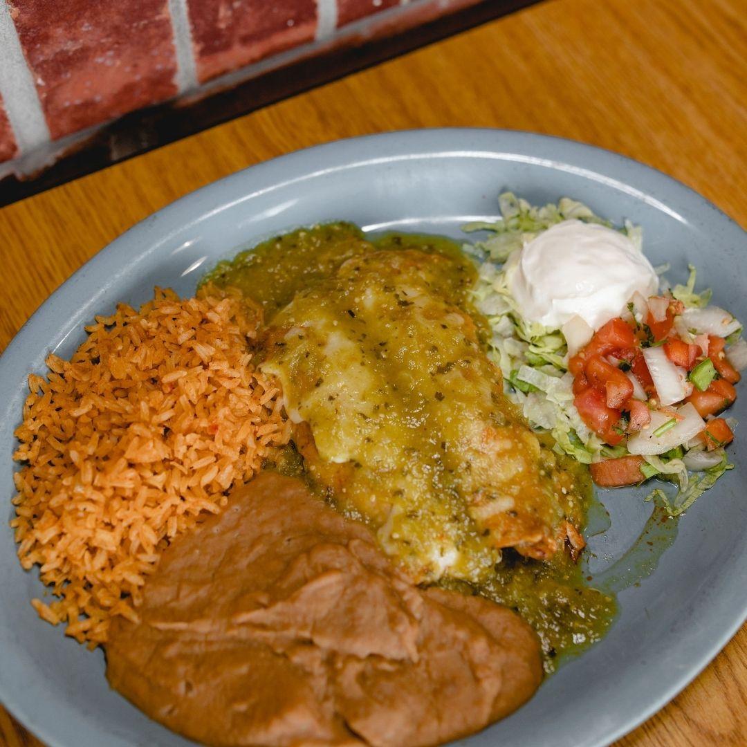 Masfajitas Tex-Mex and Mexican Enchiladas Verdes