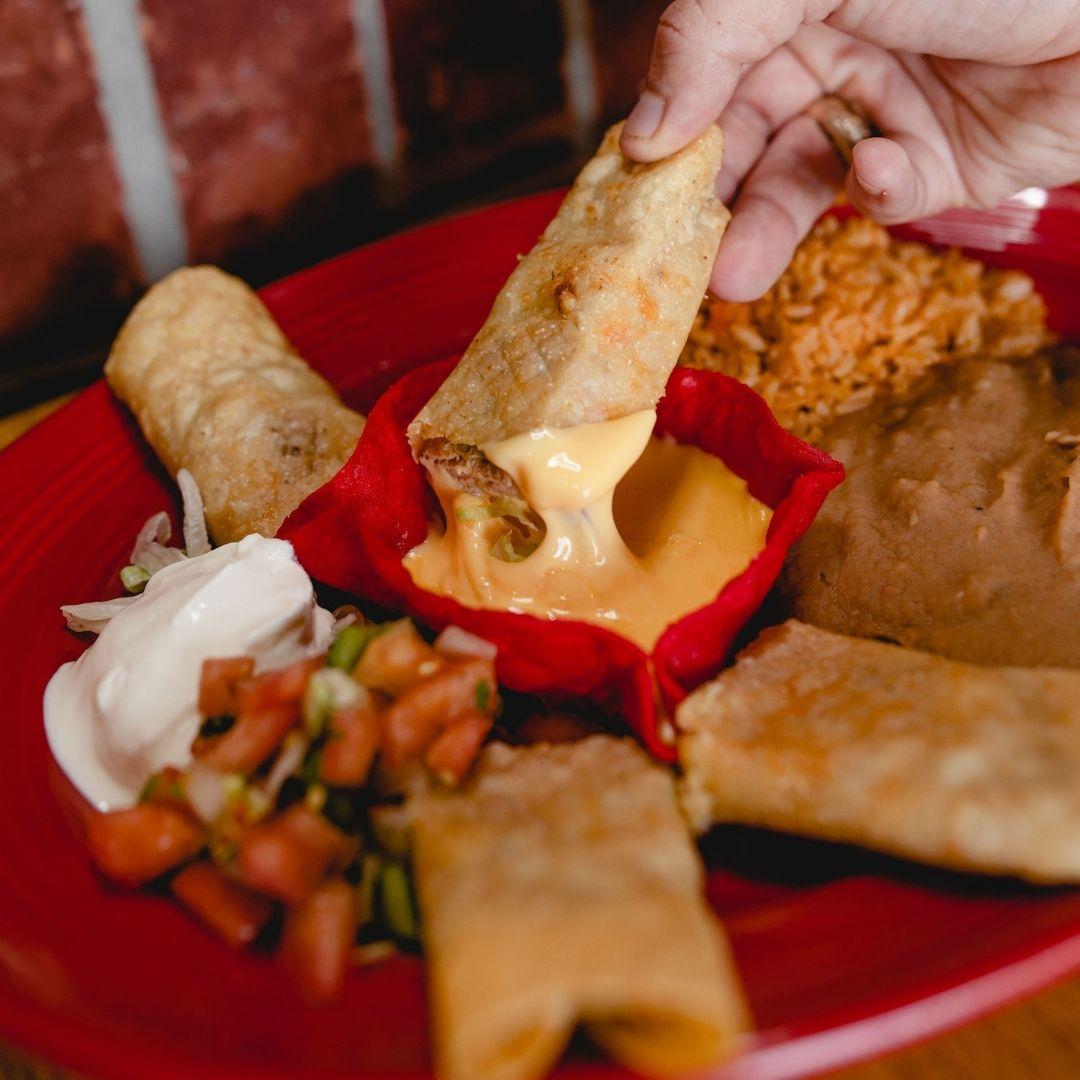 Masfajitas Tex-Mex and Mexican Flauto Dinner