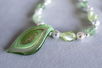 How to Use a Bead Design Board to Design a Necklace