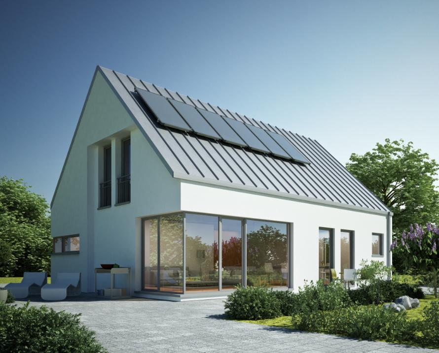 Modern wit huis met zonnepanelen