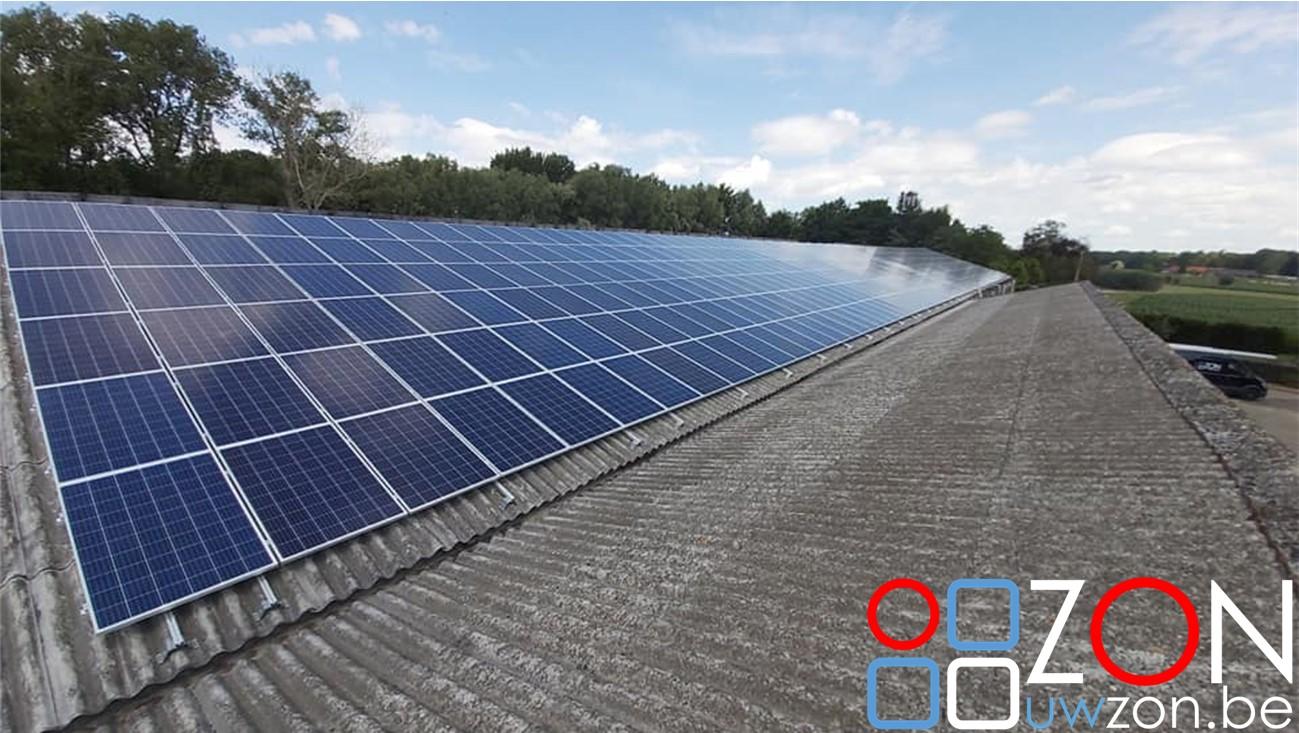 Installatie van van 464 zonnepanelen
