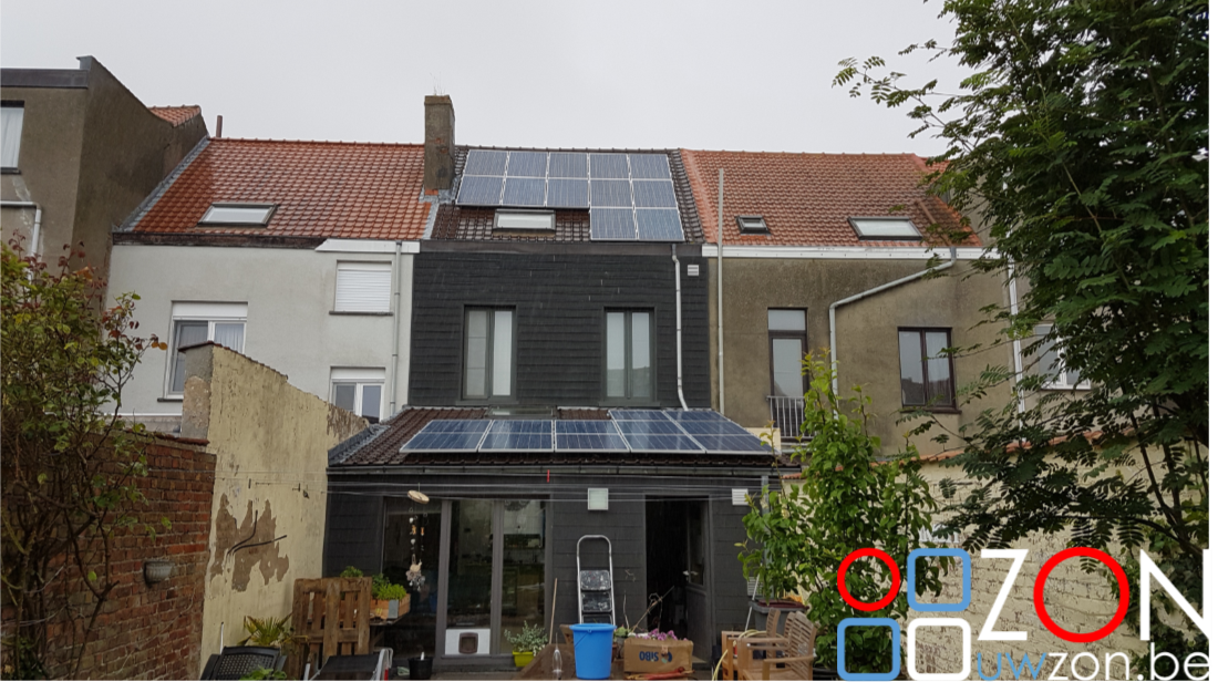 Installatie zonnepanelen rijwoning
