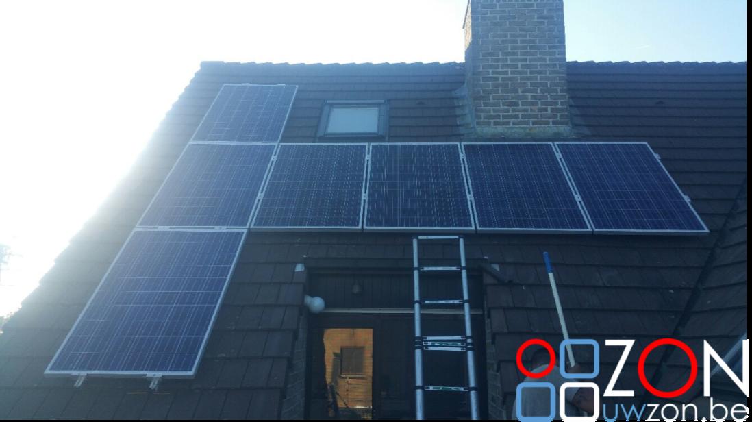 Installatie van zeven zonnepanelen