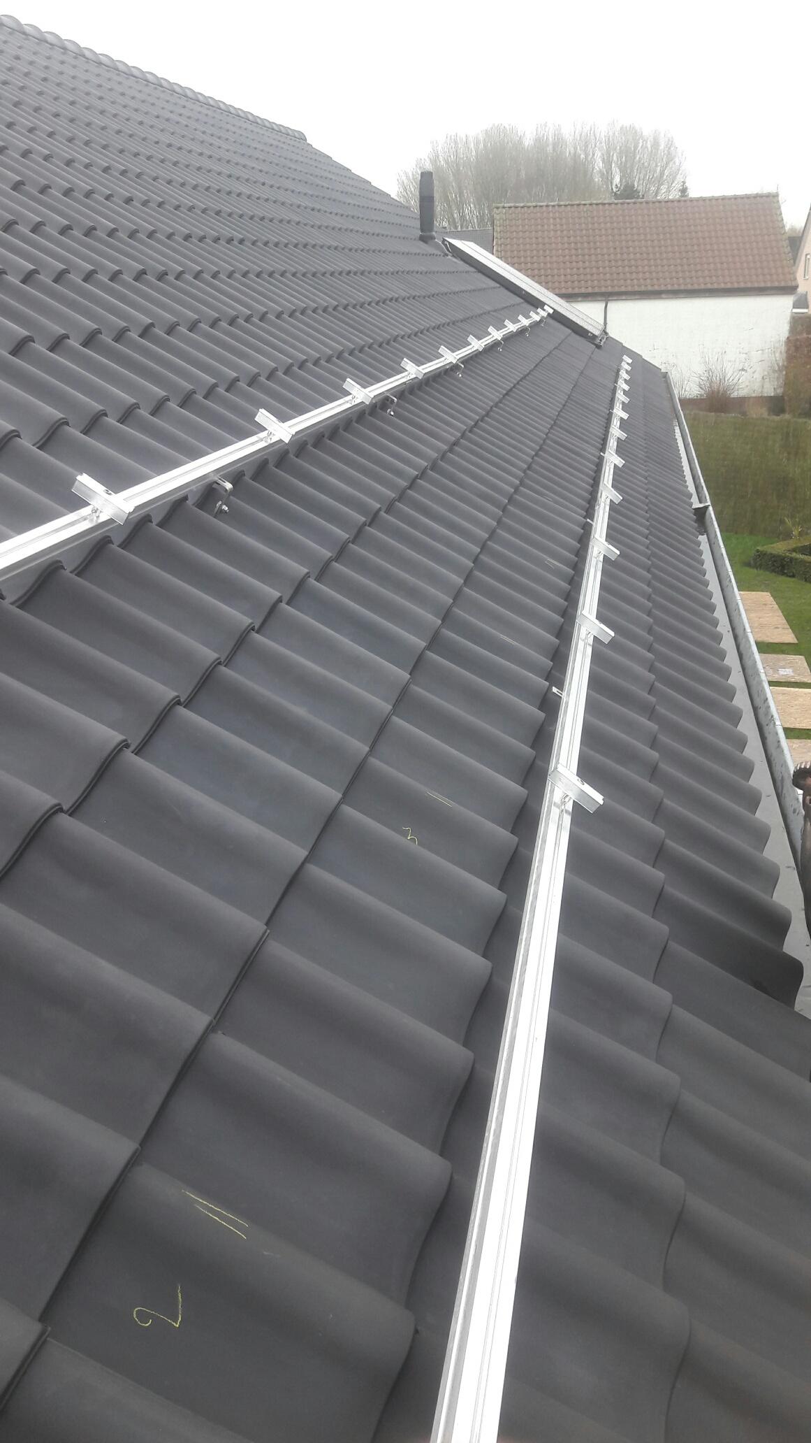 Installatie rails zonnepanelen
