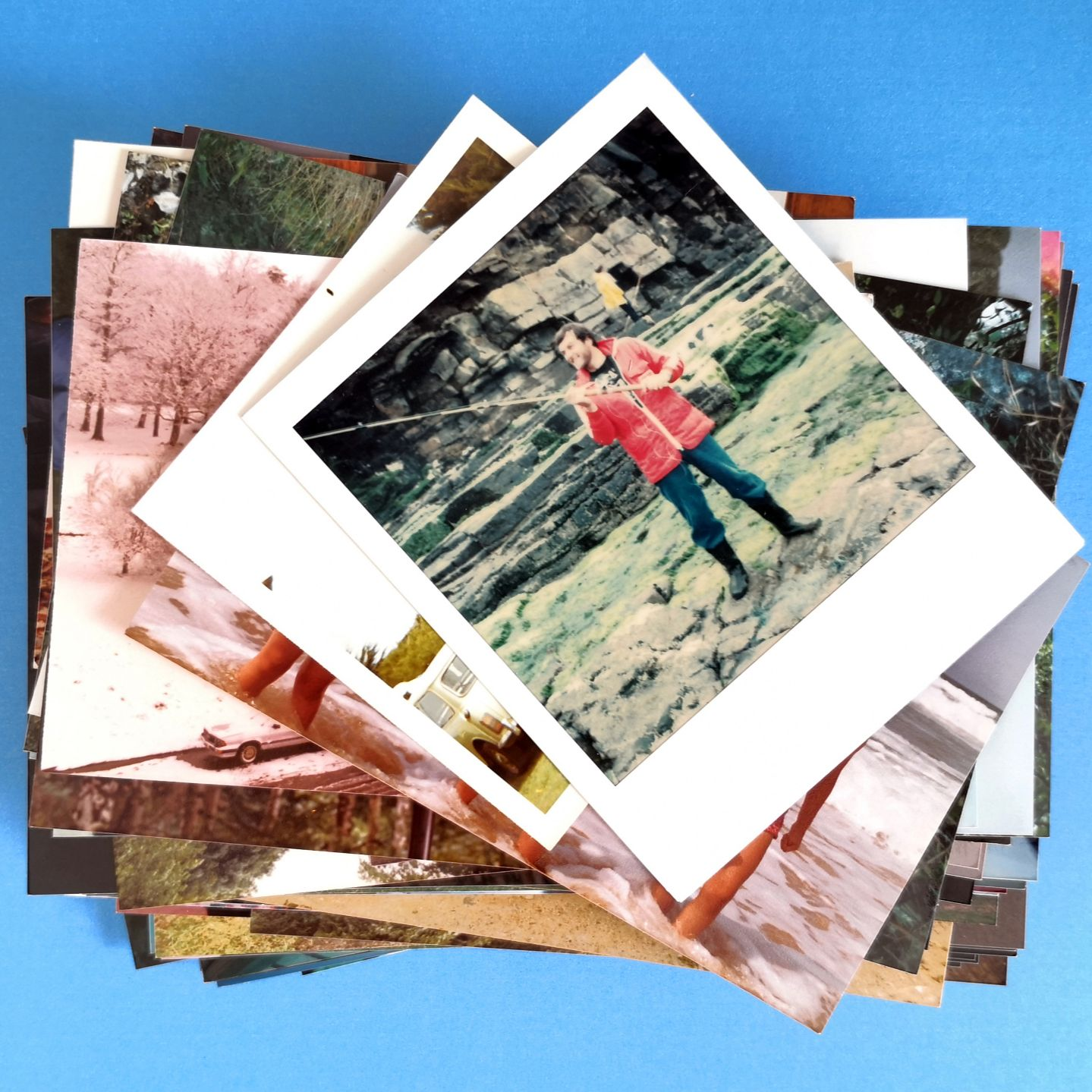 Pile of photos depicting the 100 photos photo scanning service.