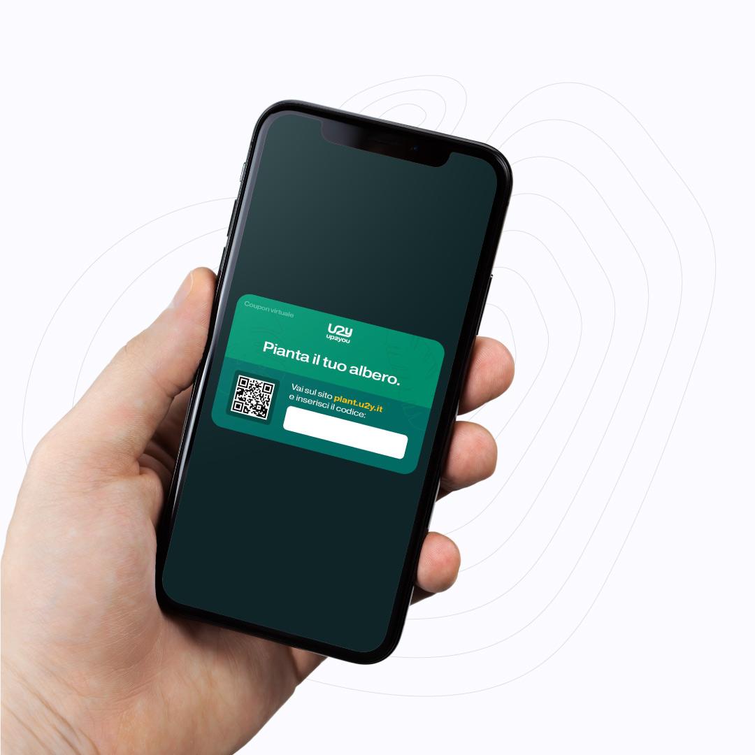 Smartphone con biglietto digitale di Up2You con codice univoco per piantare un albero