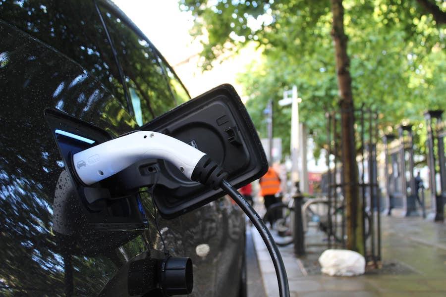 Empreinte carbone : voiture électrique versus voiture thermique