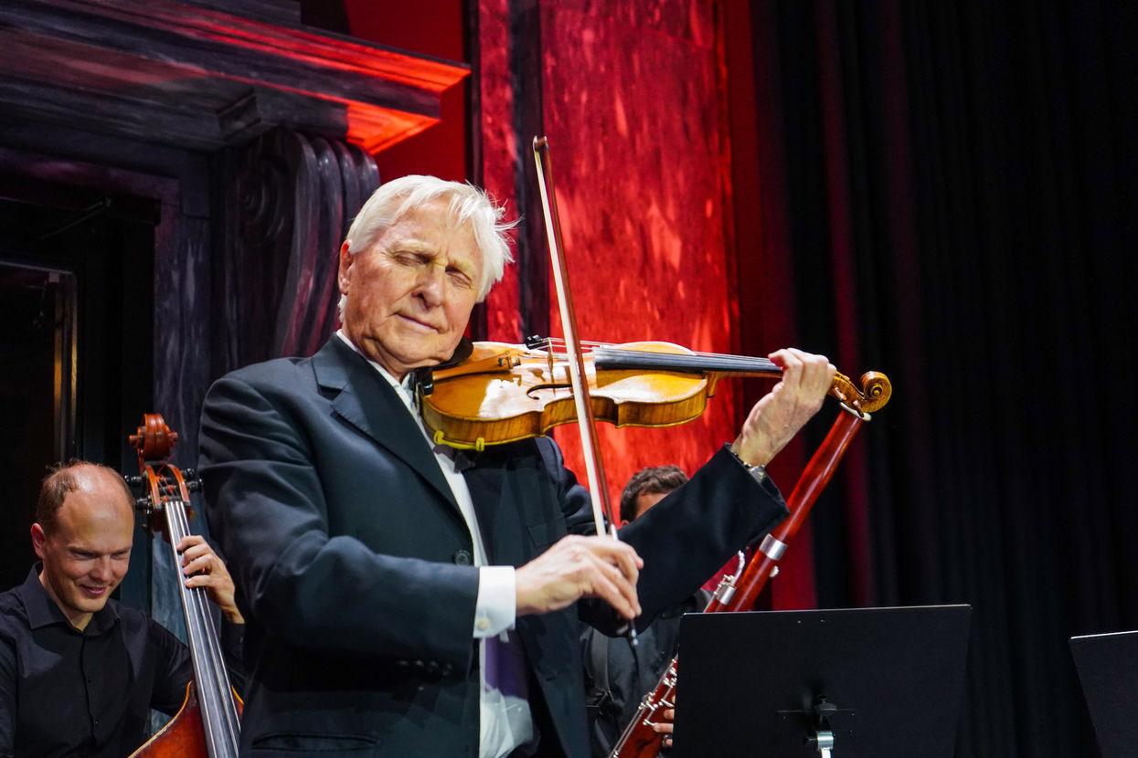 Arve Tellefsen spiller fiolin
