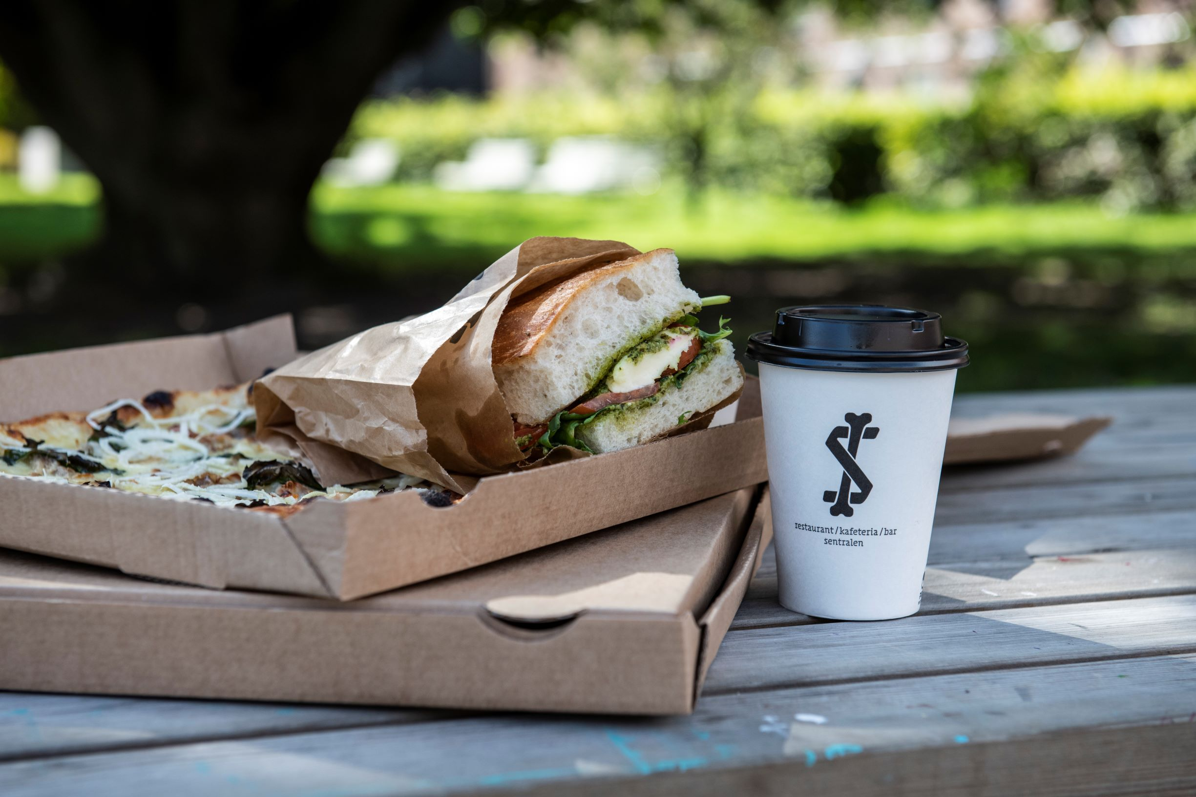 Take away lunsj og pizza fra Sentralen Kafe