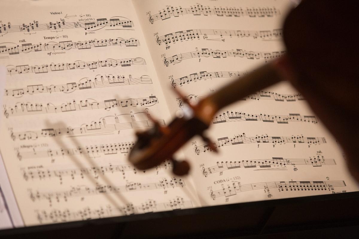 Noter og en fiolin