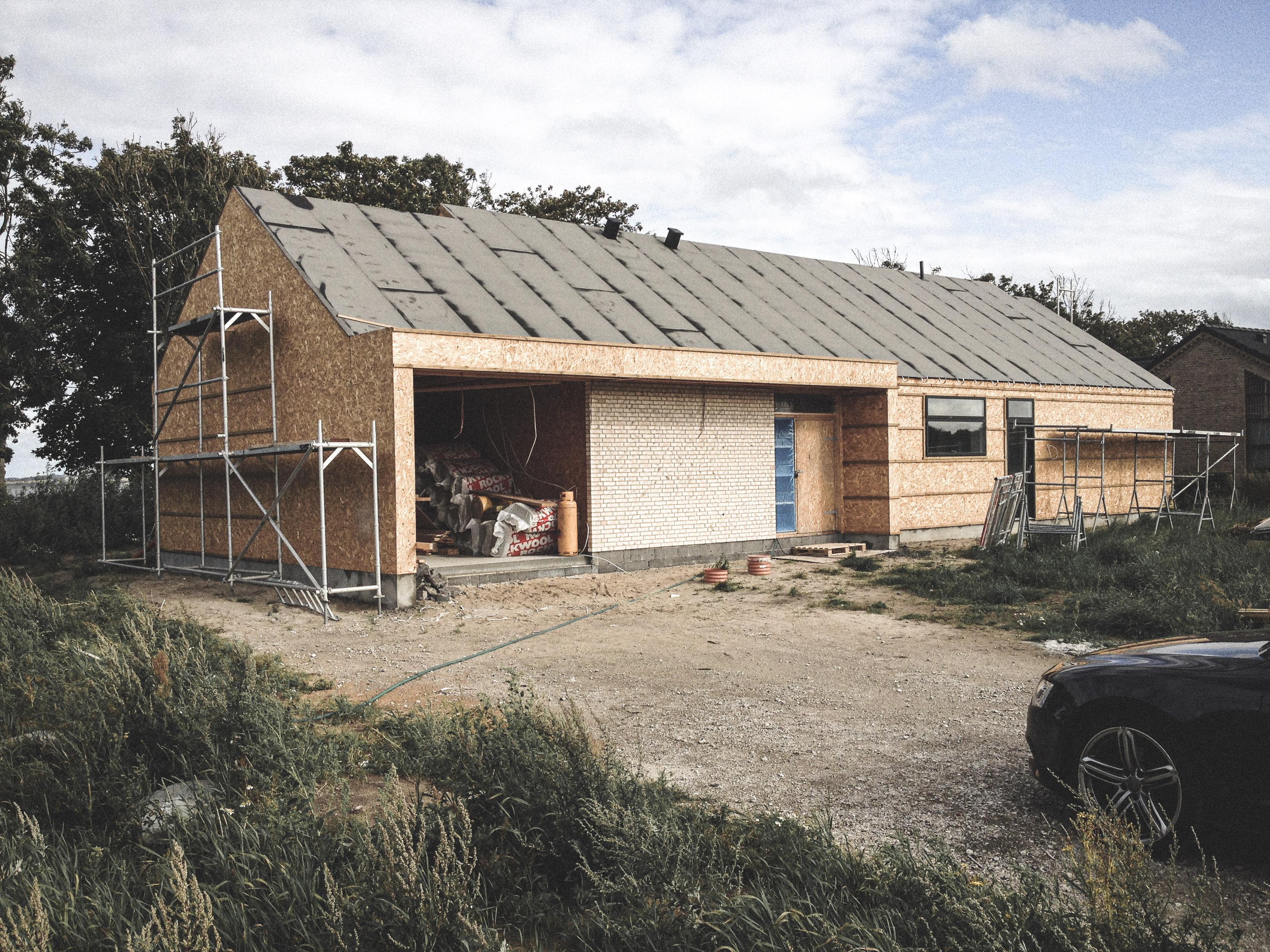 Billede af et igangværende byggeri i Valsted ved Aalborg, tegnet af arkitektfirmaet m2plus.