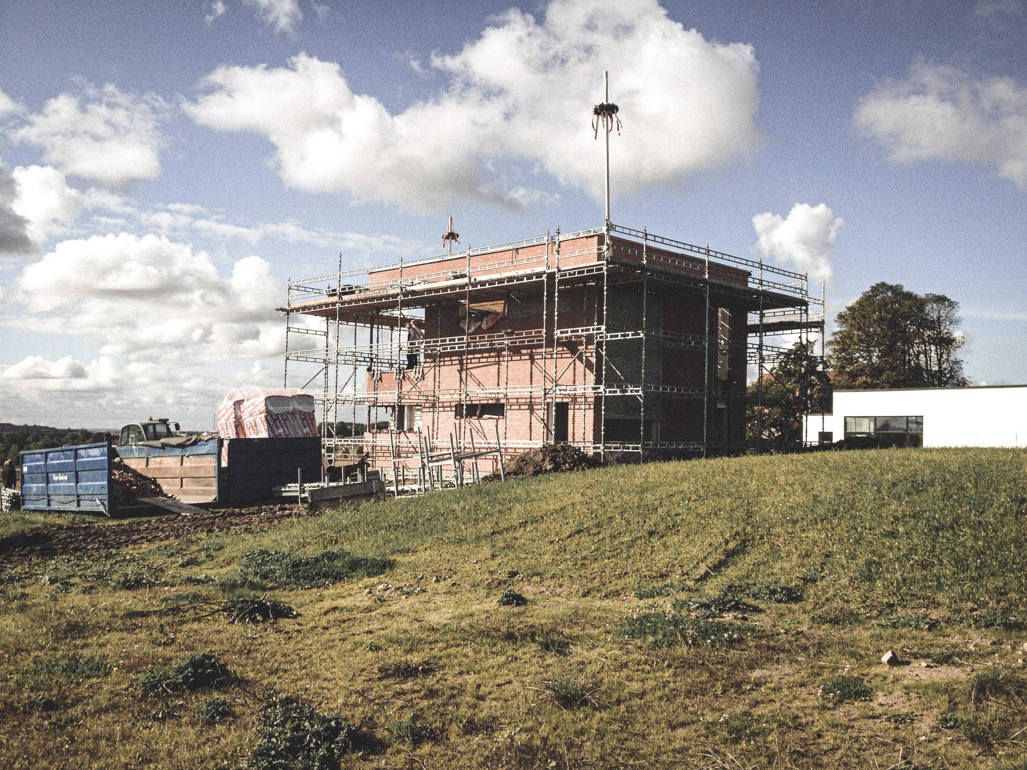Billede af et igangværende byggeri i Status Skive, tegnet af arkitektfirmaet m2plus.