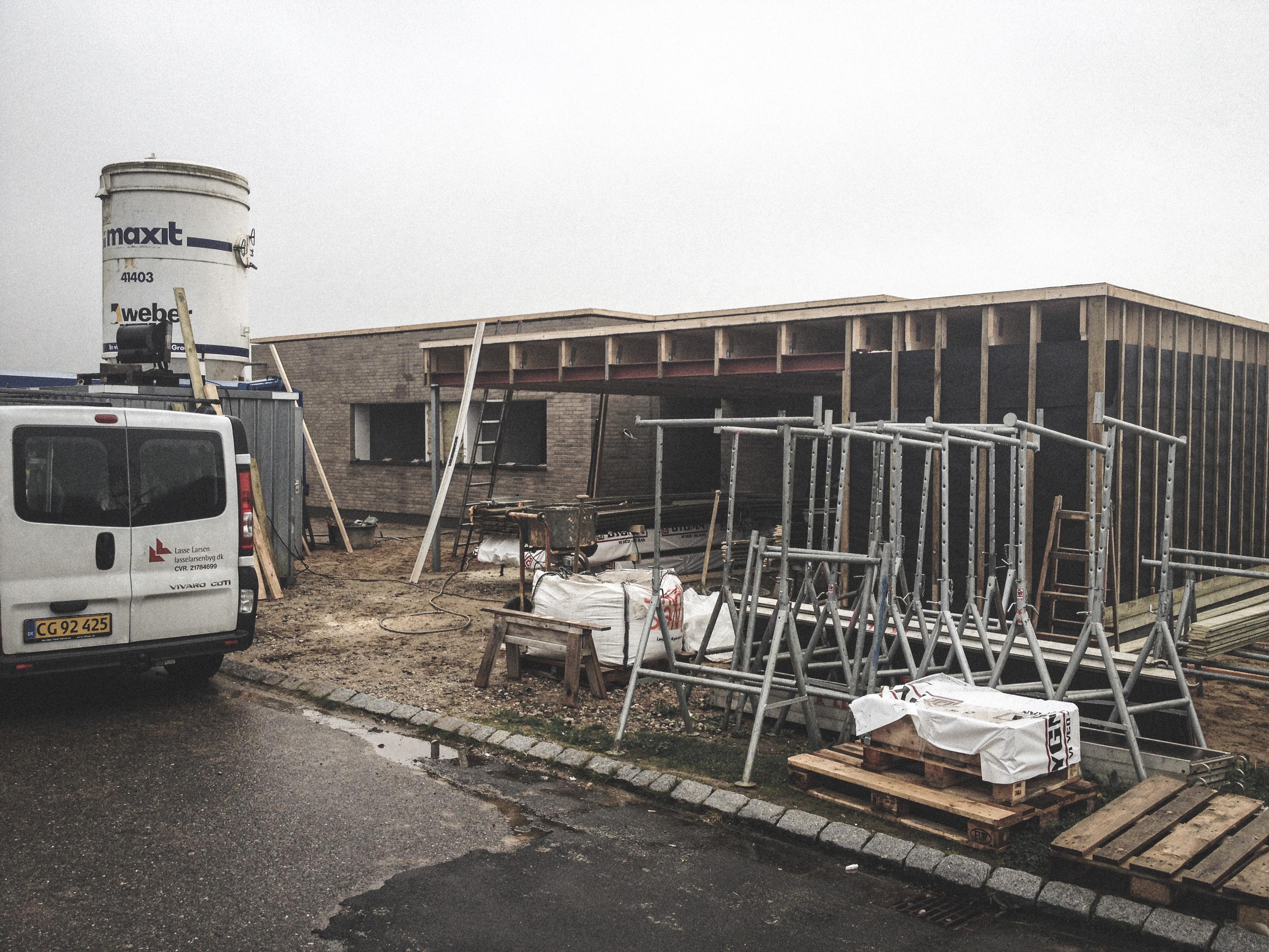 Billede af et igangværende byggeri i Lystrup Status, tegnet af arkitektfirmaet m2plus.