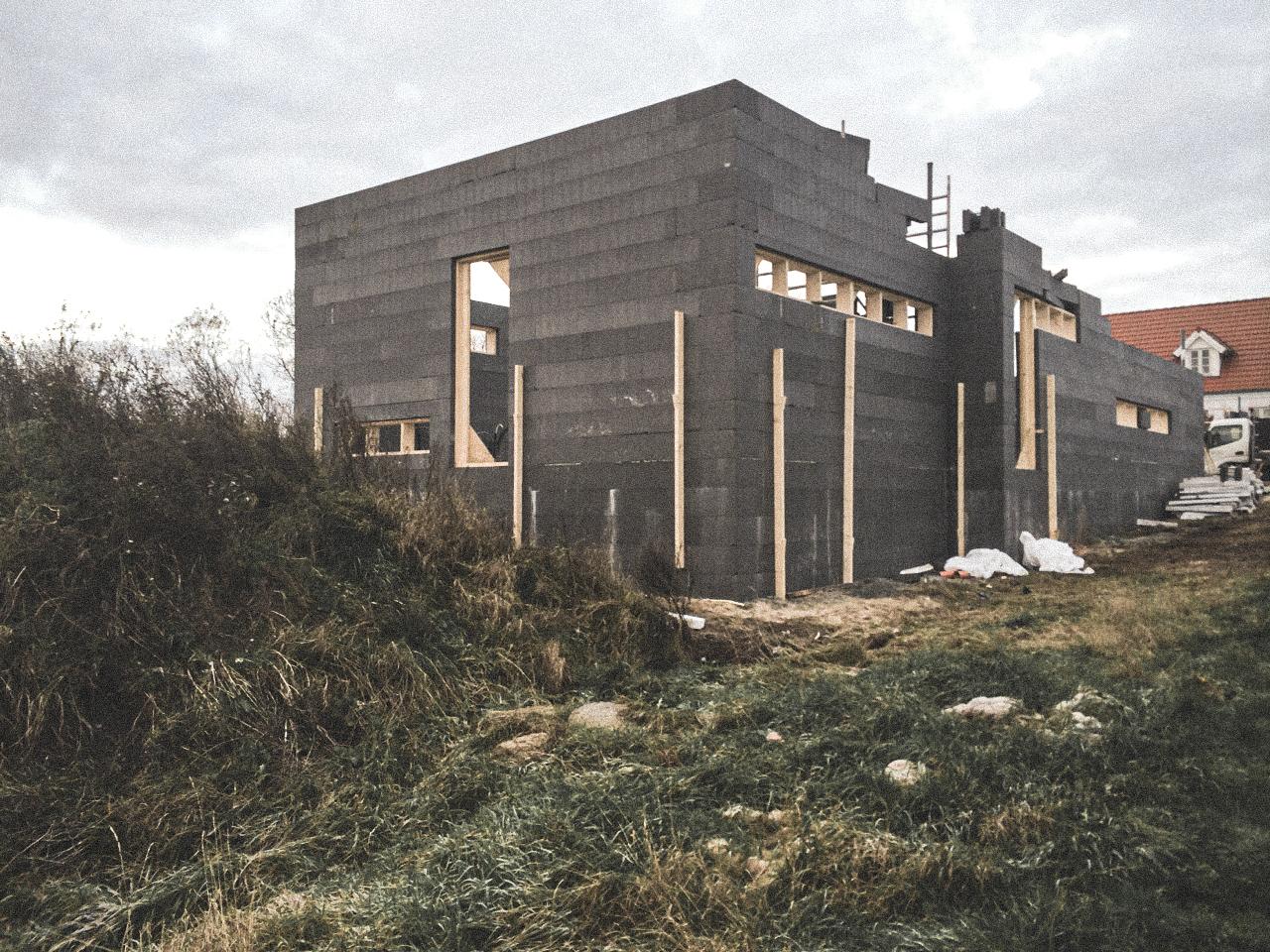 Billede af et igangværende byggeri i Nibe Status, tegnet af arkitektfirmaet m2plus.
