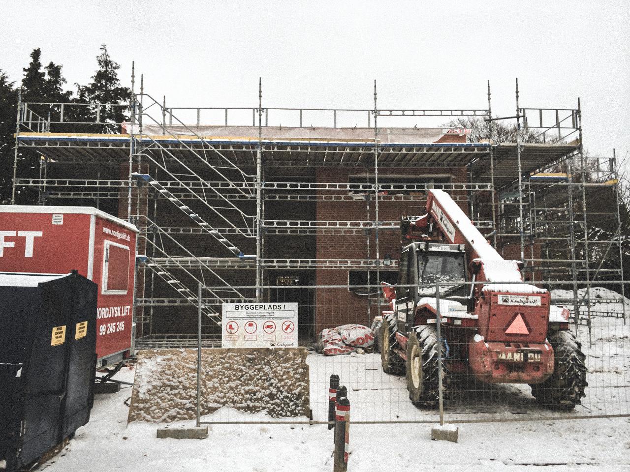 Billede af et igangværende byggeri i Gentofte Status, tegnet af arkitektfirmaet m2plus.