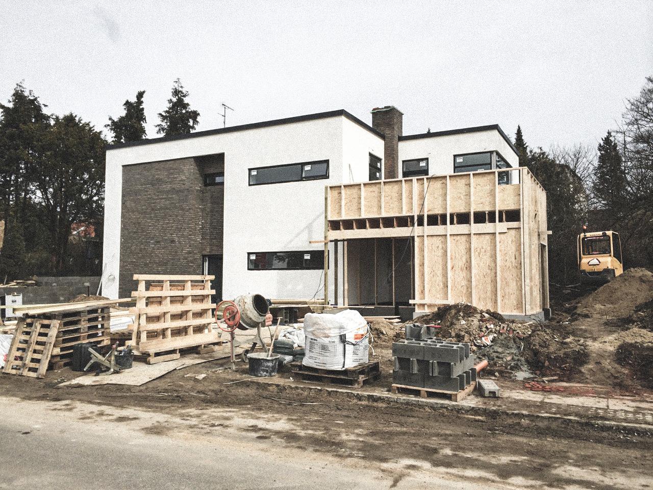 Billede af et igangværende byggeri i Gentofte, tegnet af arkitektfirmaet m2plus.