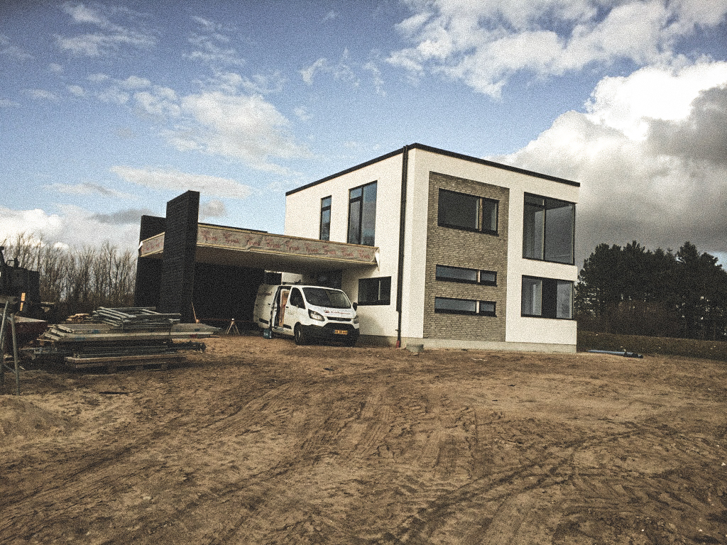 Billede af et igangværende byggeri i Hinnerup / Aarhus , tegnet af arkitektfirmaet m2plus.