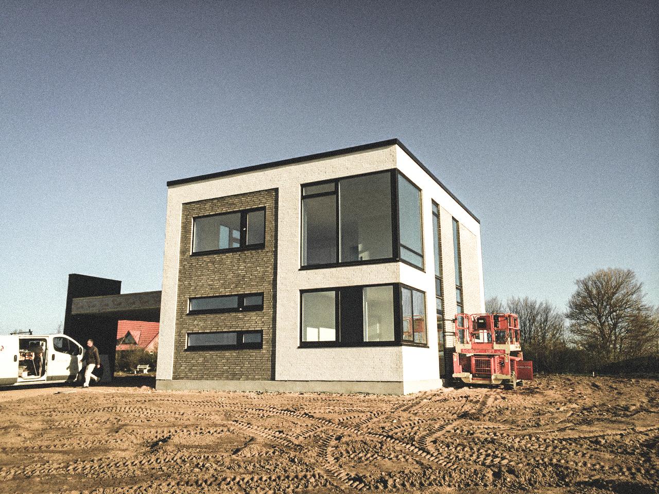 Billede af et igangværende byggeri i Hinnerup/Aarhus, tegnet af arkitektfirmaet m2plus.