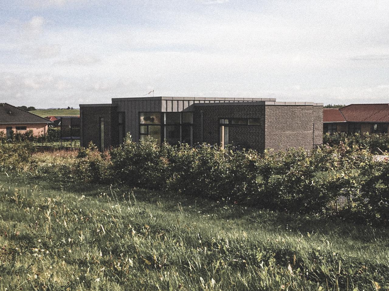 Billede af villa i Horsens efter indflytning, tegnet af arkitektfirmaet m2plus.