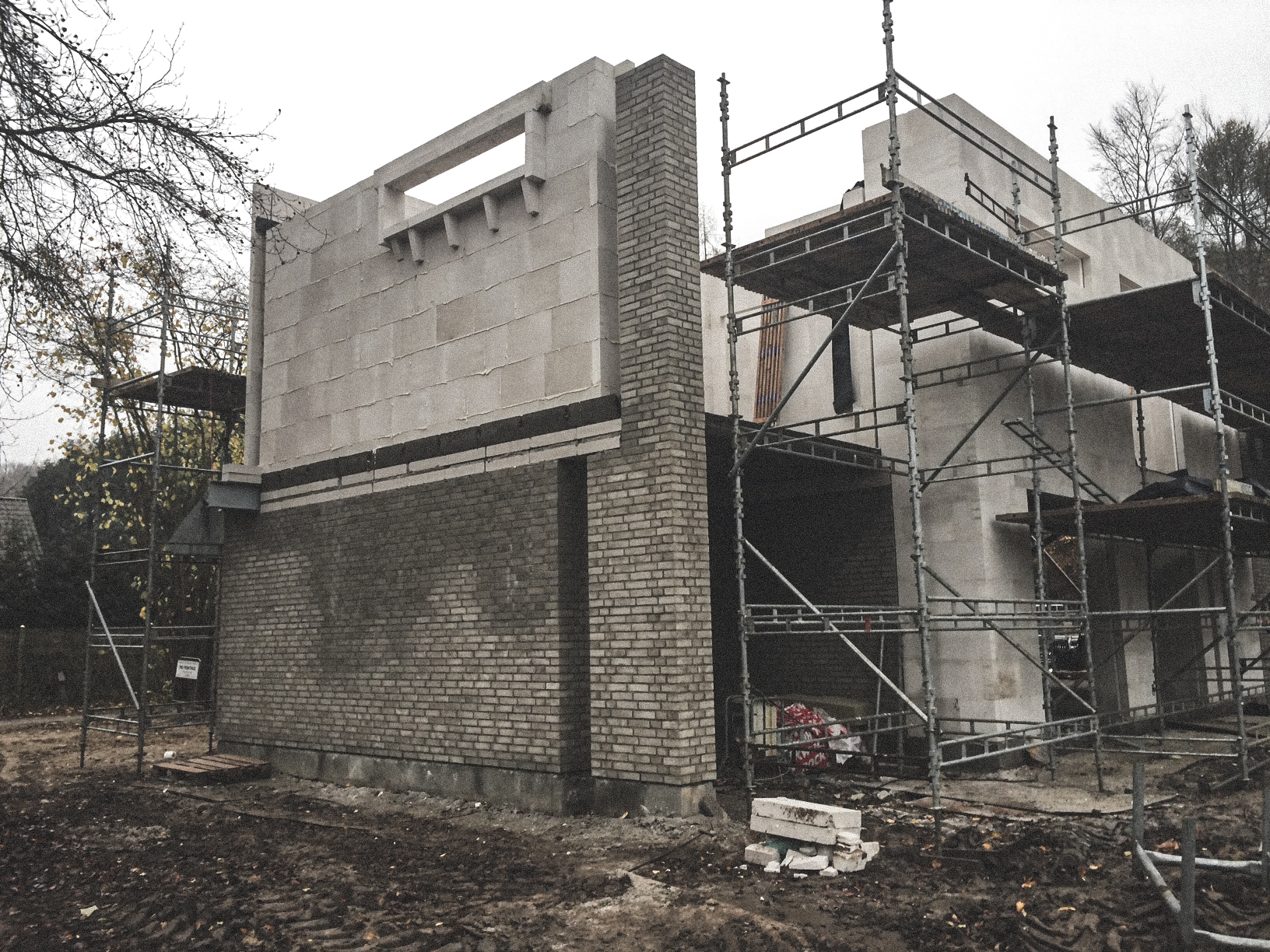 Billede af et igangværende byggeri i Holte, tegnet af arkitektfirmaet m2plus.