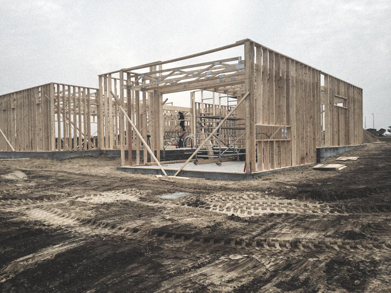 Billede af et igangværende byggeri i Støvring, tegnet af arkitektfirmaet m2plus.