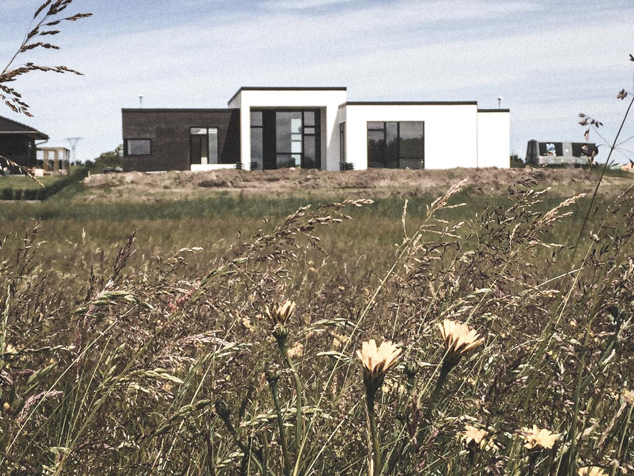 Billede af villa i Aars efter indflytning, tegnet af arkitektfirmaet m2plus.
