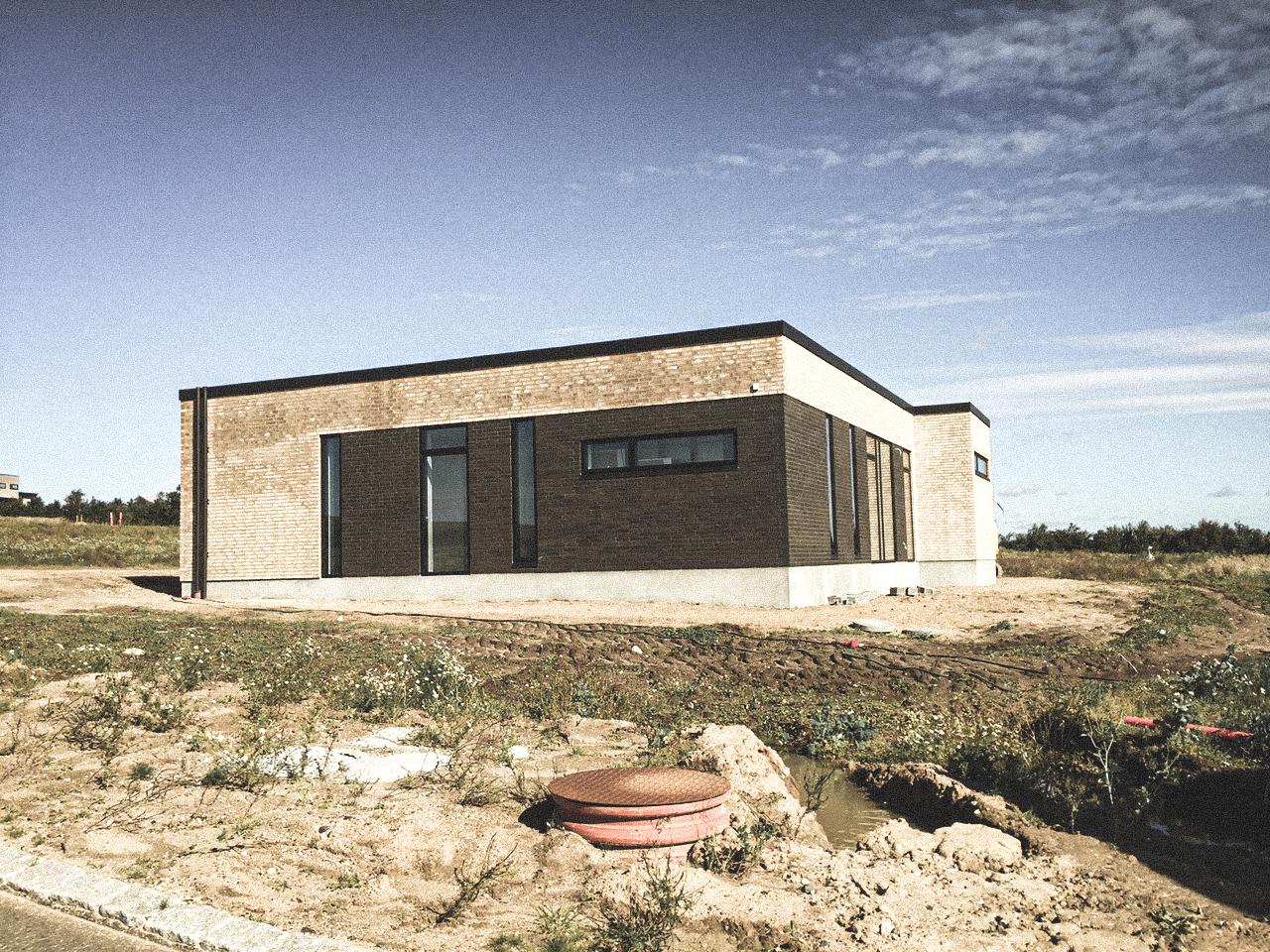 Billede af et igangværende byggeri i Hinnerup, tegnet af arkitektfirmaet m2plus.
