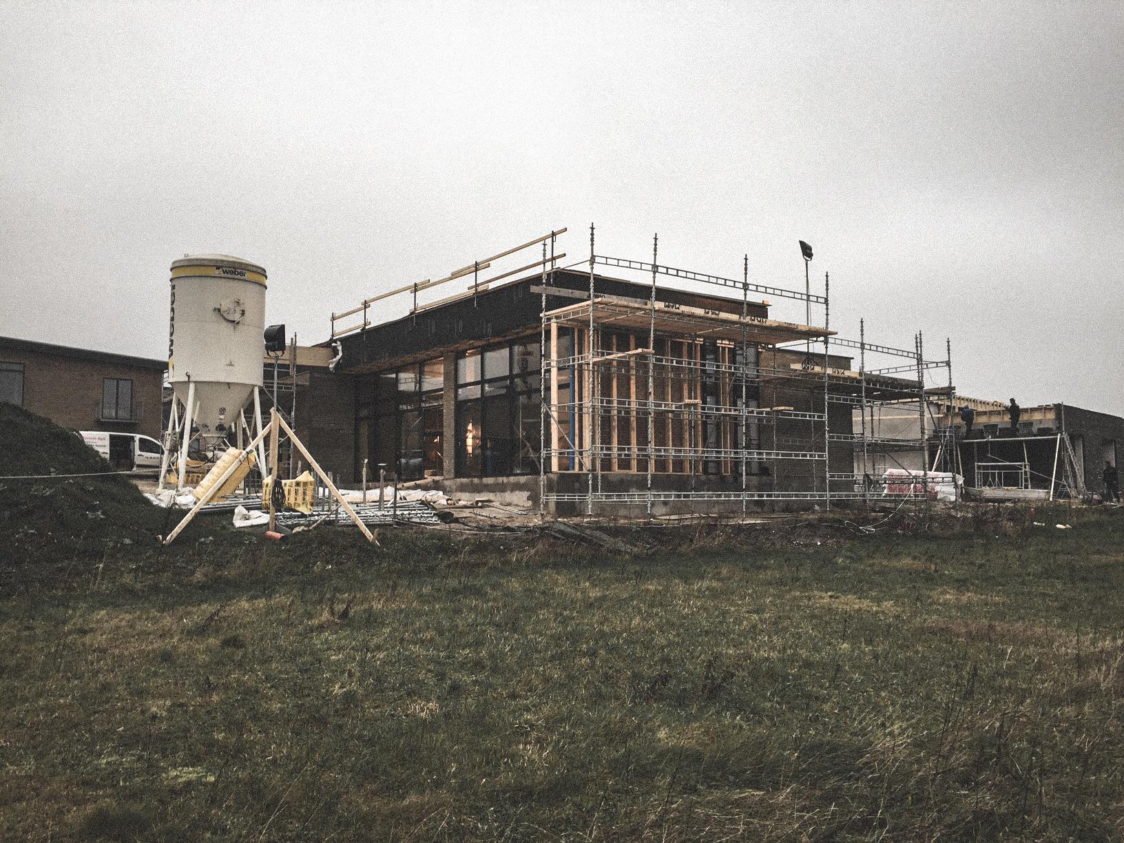 Billede af et igangværende byggeri i Gistrup, tegnet af arkitektfirmaet m2plus.