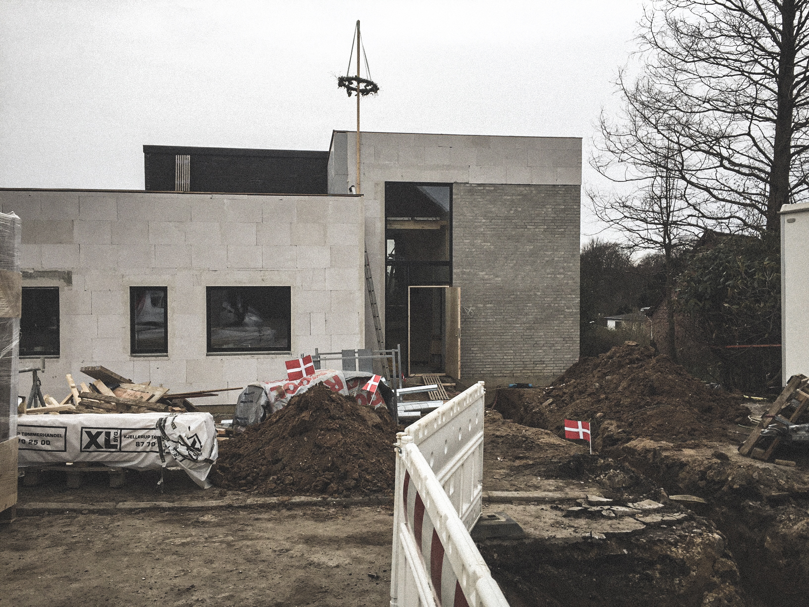 Billede af et igangværende byggeri i Højbjerg, tegnet af arkitektfirmaet m2plus.
