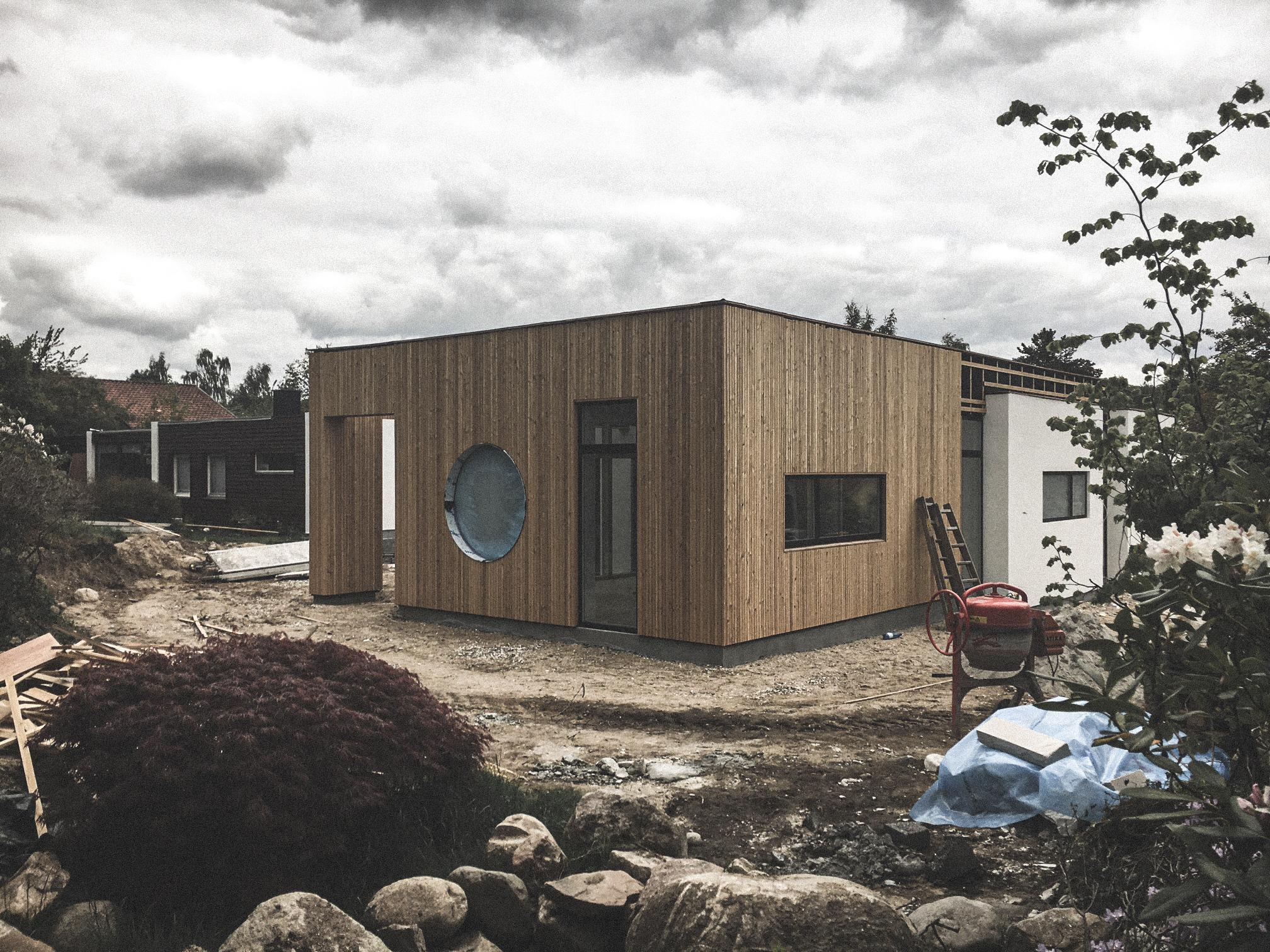 Billede af et igangværende byggeri i Værløse, tegnet af arkitektfirmaet m2plus.