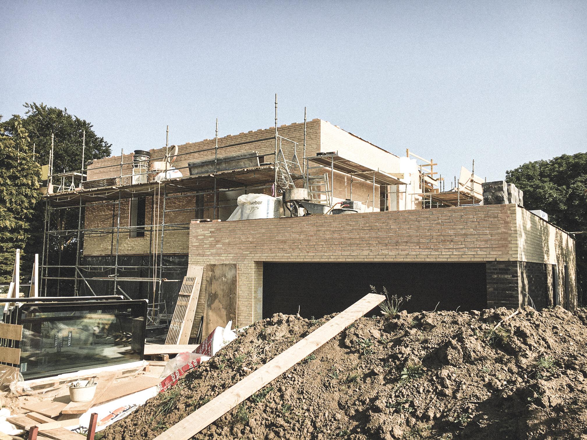 Billede af et igangværende byggeri i Villa S15, tegnet af arkitektfirmaet m2plus.