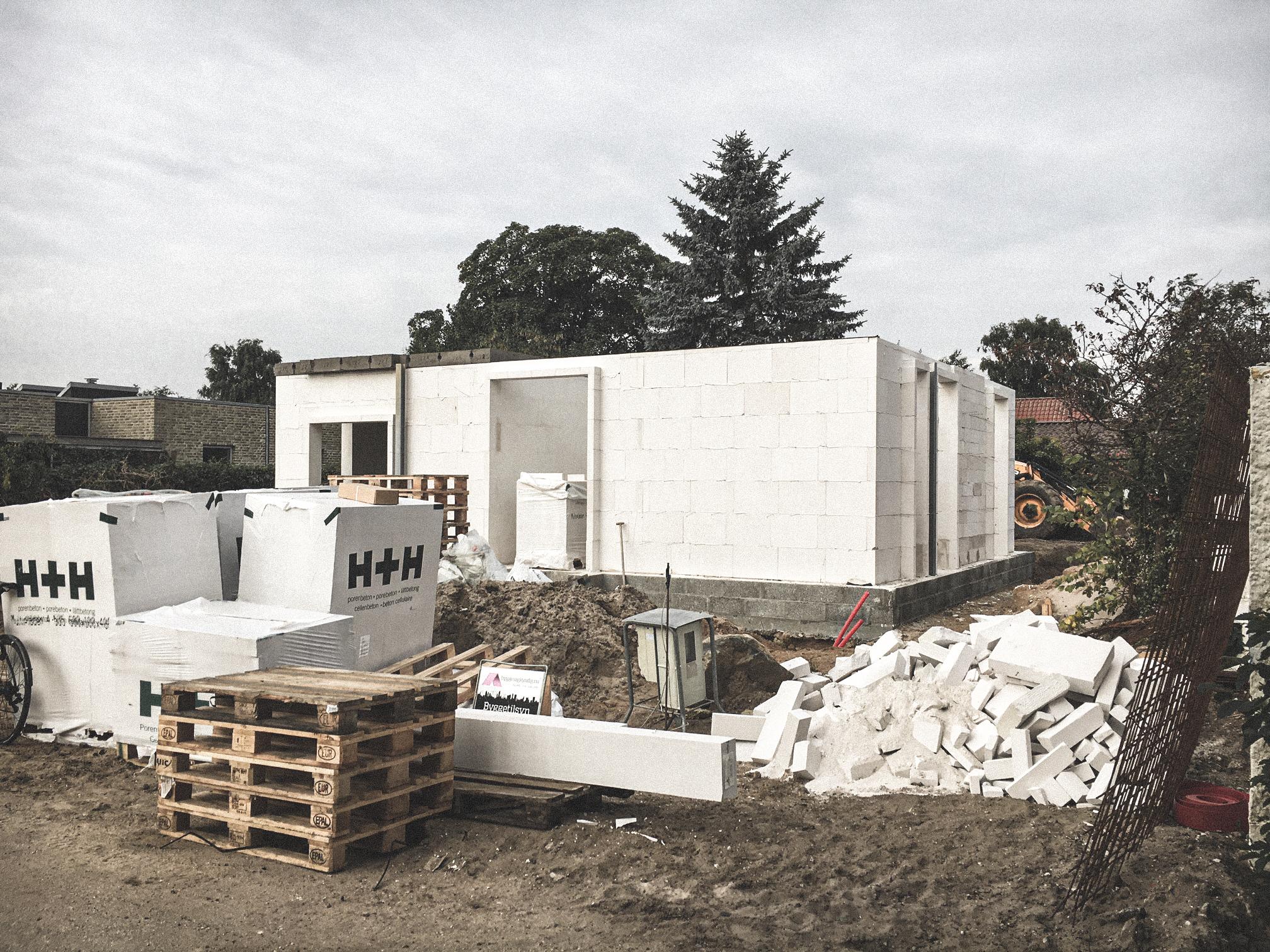 Billede af et igangværende byggeri i Risskov, tegnet af arkitektfirmaet m2plus.