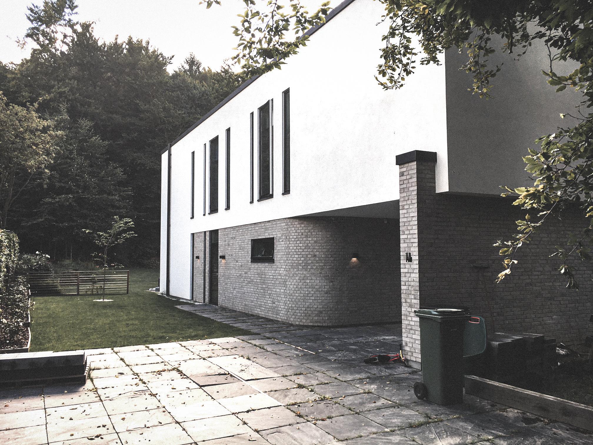 Billede af villa i Holte efter indflytning, tegnet af arkitektfirmaet m2plus.