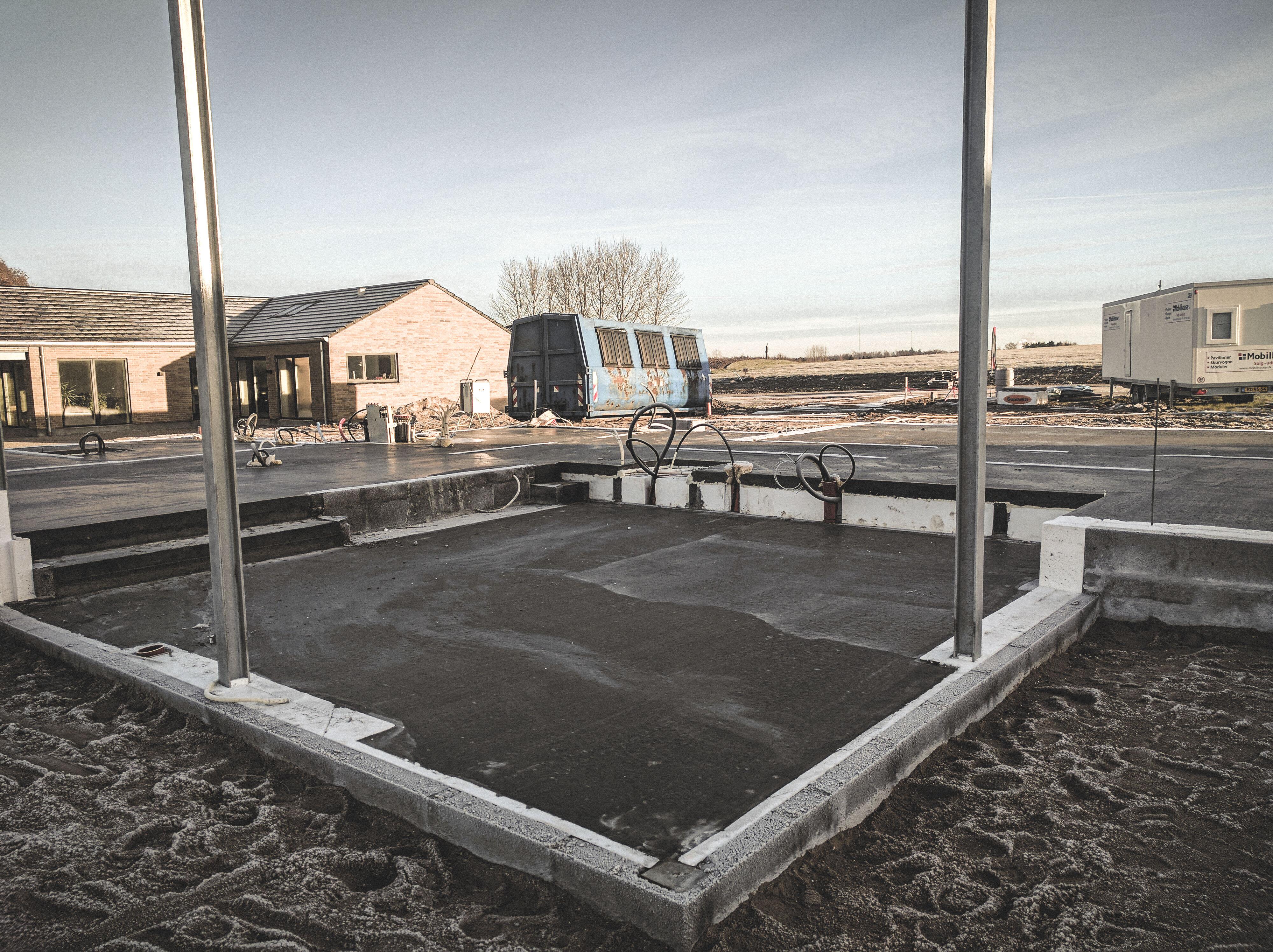 Billede af et igangværende byggeri i Hvalsø, tegnet af arkitektfirmaet m2plus.