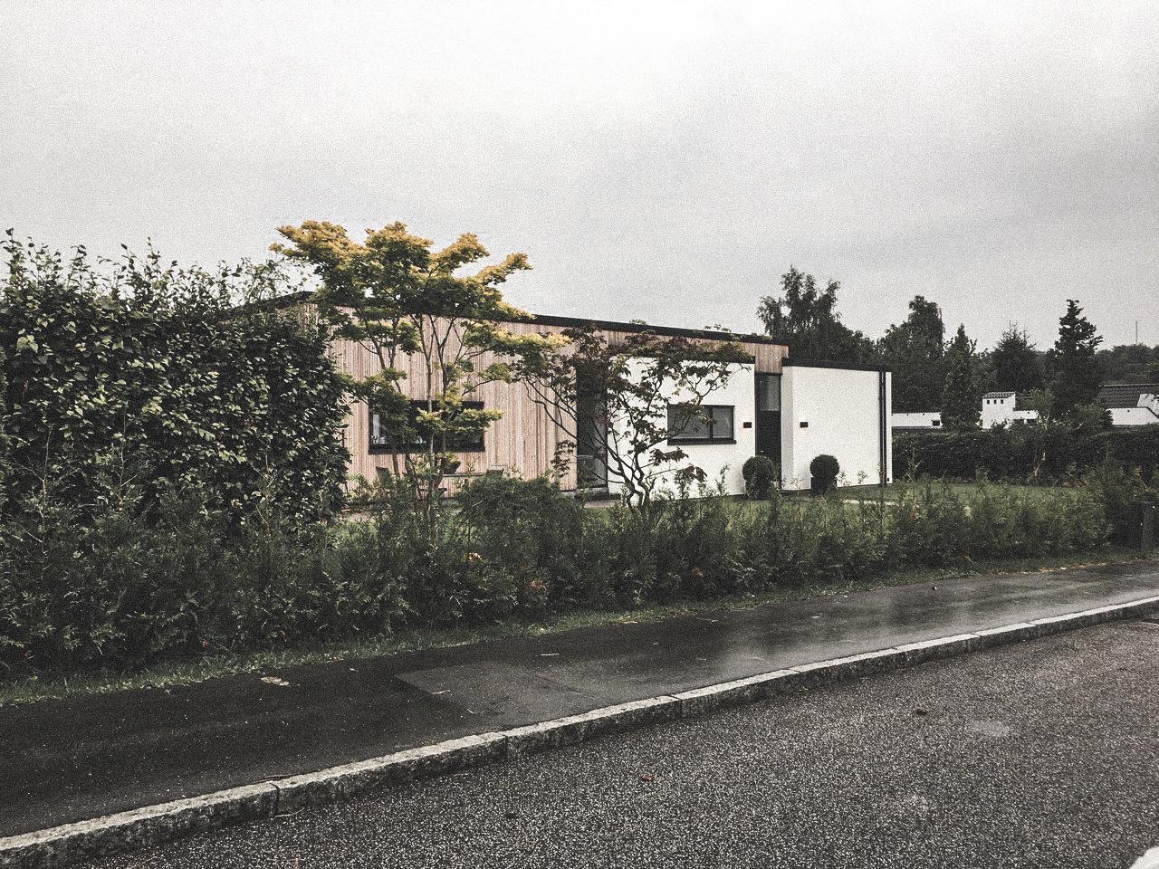 Billede af villa i Hareskovby efter indflytning, tegnet af arkitektfirmaet m2plus.